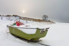 Morza Bałtyckiego wybrzeże w Ahrenshoop w zima czasie (Niemcy) Zdjęcia Royalty Free