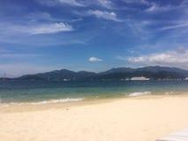 Morza i góry krajobraz jasny piaska przedpole i rejsu shi, zdjęcie royalty free