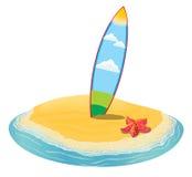 Morza lata krajobrazowa plaża, surfboards wtykał w piasku wyspa w odległości w wakacje Obrazy Royalty Free