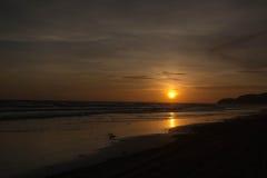 morza niebieskiego nieba piaska słońca światła dziennego relaksu krajobrazu plażowy punkt widzenia dla projekta kalendarza w Thai Zdjęcia Stock