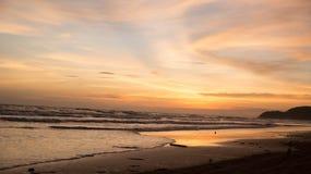 morza niebieskiego nieba piaska słońca światła dziennego relaksu krajobrazu plażowy punkt widzenia dla projekta kalendarza w Thai Fotografia Royalty Free
