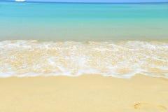 Morza niebieskiego nieba piaska słońca światła dziennego relaksu krajobrazu plażowy viewpo Fotografia Stock