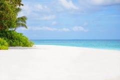 Morza plażowy niebieskie niebo i biały piasek w Koh Tachai wyspie Zdjęcie Royalty Free