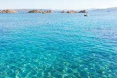 Morze Śródziemnomorskie przy Maddalena archipelagiem, Sardinia, Włochy. Fotografia Stock