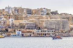 Morze Śródziemnomorskie widok Valletta, Malta z statkiem wycieczkowym zdjęcia stock