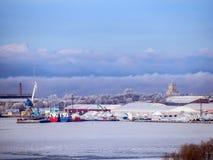 Morze Bałtyckie, żurawie w porcie zdjęcie stock