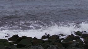 Morze bije skały w Hartlepool Fotografia Royalty Free