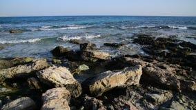 Morze blisko Ayia Napa na wyspie Cypr zdjęcie wideo