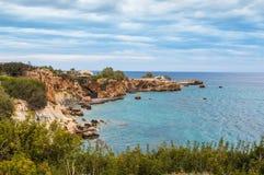 Morze Egejskie i Hersonissos miasteczko w Crete, Grecja Obrazy Stock