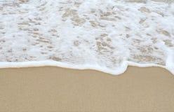 Morze fala i piaskowaty w ranku Zdjęcie Stock