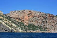 Morze fala, kipiel Skały i skały morze czarne Lato obraz royalty free