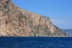 Morze fala, kipiel Skały i skały morze czarne Lato obrazy royalty free