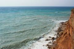 Morze fala, kipiel Skały i falezy morze czarne obraz stock