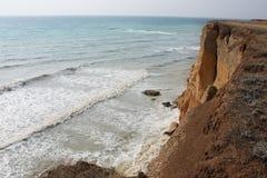 Morze fala, kipiel Skały i falezy morze czarne zdjęcie stock