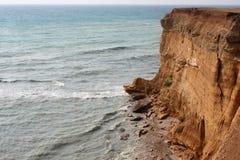 Morze fala, kipiel Skały i falezy morze czarne Lato obraz stock