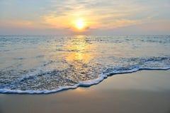 Zmierzch na morzu obrazy stock