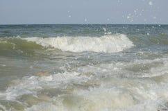 Morze fala przy morzem w lecie Zdjęcia Royalty Free