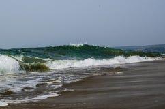 Morze falowy GOA obrazy stock