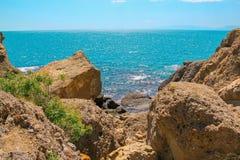 Morze i góra krajobraz przy przylądkiem Meganom wschodnie wybrzeże półwysep Crimea Piękna natura, Kolorowy tło fotografia stock