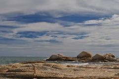 Morze i niebieskie niebo Zdjęcia Stock