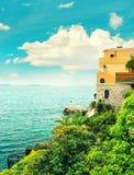 Morze i niebo Śródziemnomorski krajobraz, Francuski Riviera Retro styl Zdjęcie Stock