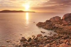 Morze i słońce przy rankiem Obrazy Stock