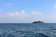 Morze i wyspa Zdjęcie Stock