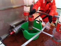 Morze Japonia, Rosja, Grudzień/- 01 2013: Brać próbkę od epibenthic saneczki sieci Obraz Stock