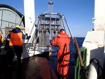 Morze Japonia, Rosja, Grudzień/- 01 2013: Nauki wyprawa wszczyna wielo- sedna sampler Zdjęcia Royalty Free