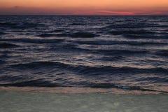Morze krajobraz podczas zmierzchu dokąd kolory i specjalni skutki wyjawiają Obraz Royalty Free