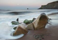 Morze kształtować skały Obrazy Royalty Free
