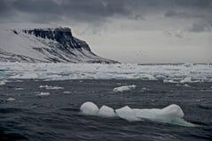 Morze lód z przylądkowym w odległości Fotografia Royalty Free
