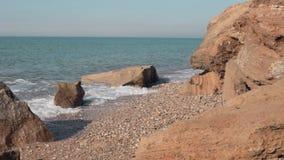 Morze macha bicie przeciw skałom zbiory