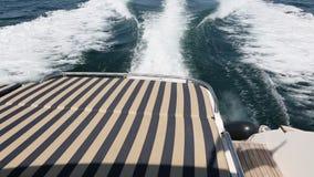 Morze macha chełbotanie, jachtu wakacje przy morzem zbiory wideo