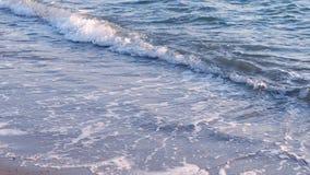 Morze macha na pla?y przy zmierzchem, lata seascape t?o zbiory wideo