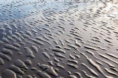 Morze Macha wzruszającą piaskowatą plażę Obraz Royalty Free