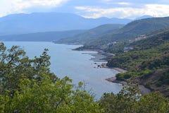 Morze miasto góry w lecie Zdjęcie Royalty Free