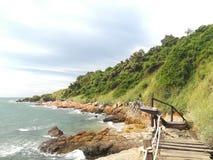 Morze, niebo, wschód słońca, plaża, morze, plaża, góry, morze, piękna sceneria, Tajlandia, Khao Laem Ya, Rayong Obraz Stock