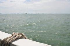 Morze od rybołówstwo łodzi i oceanu liniowa flota na linii horyzontu tle obrazy royalty free