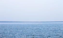 Morze powierzchnia i iskrzasty światło słoneczne na swój powierzchni Obraz Royalty Free