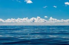 Morze powierzchnia na spokój pogodzie zdjęcia royalty free