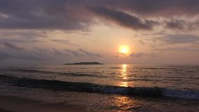 Morze przy wschodem słońca zbiory wideo
