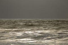 Morze przy zima półmrokiem Zdjęcia Stock