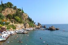 Morze Śródziemnomorskie i Antalia brzeg Zdjęcie Stock