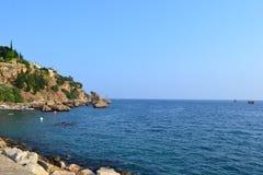 Morze Śródziemnomorskie i Antalia brzeg Obraz Stock