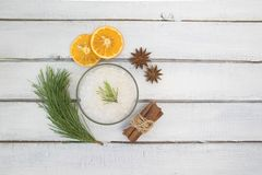 Morze sól dla skąpania, skąpanie bomby i ciało oleju z, cynamonem, pomarańcze i pikantność, obrazy royalty free