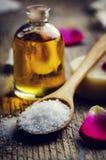 Morze sól i aromatyczny olej zdjęcia stock