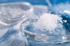 Morze sól z szklanym sercem na błękicie Zdjęcia Stock
