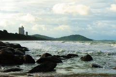 Morze silny przy rayong ale nim jest piękny obraz stock