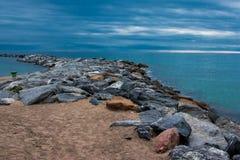 Morze, skały i horyzont, Zdjęcia Stock